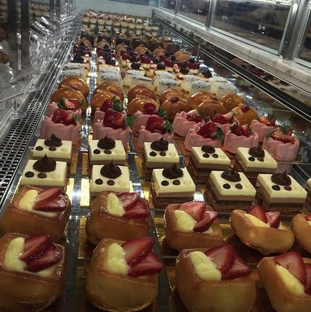 Eataly : Dangerous if you have a sweet tooth.