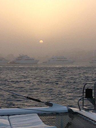 Hurghada Marriott Beach Resort : Returning from Catamaran trip to harbour in sand storm!