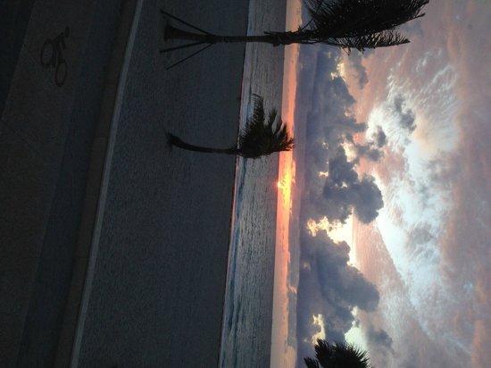 Riptide Hotel: Sunrise at Hollywood Boardwalk