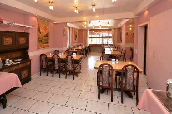 Hotel Rössli: Breakfast room at the Roessli
