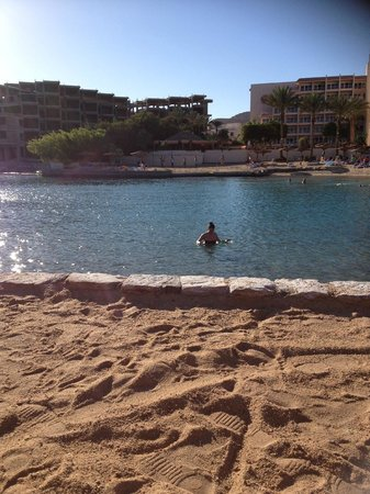 Hurghada Marriott Beach Resort : Unfinished building next to hotel looked at from private island.