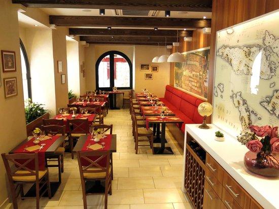 Trattoria Tezoro: Dining room