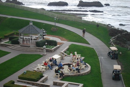 The Ritz-Carlton, Half Moon Bay : Cocktails and smores served outside