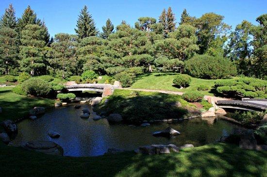 Nikka Yuko Japanese Garden: Bridge and path