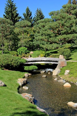 Nikka Yuko Japanese Garden: Bridge over water