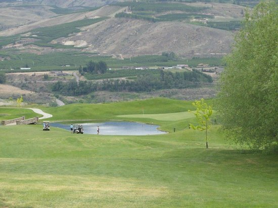 East Wenatchee, WA: Number 16 from the tee box.  Laying up is a good tactic.