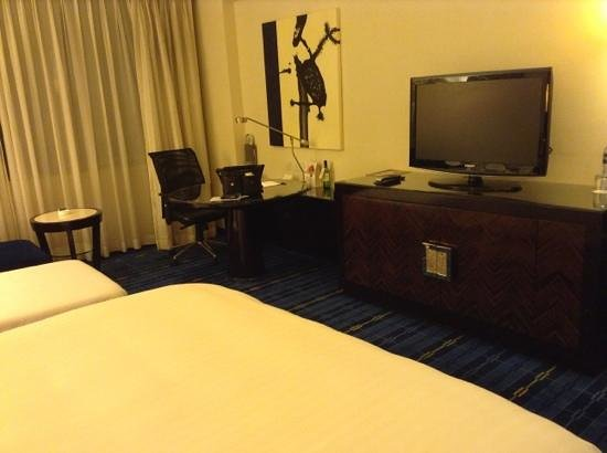 Hong Kong SkyCity Marriott Hotel: room interior