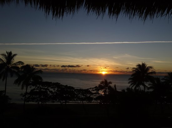 Sea Change Beachfront Apartments: Sunrise over Trinity Beach from our apartment