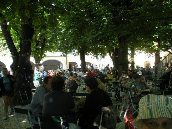Augustiner Braustubl : The beer garden
