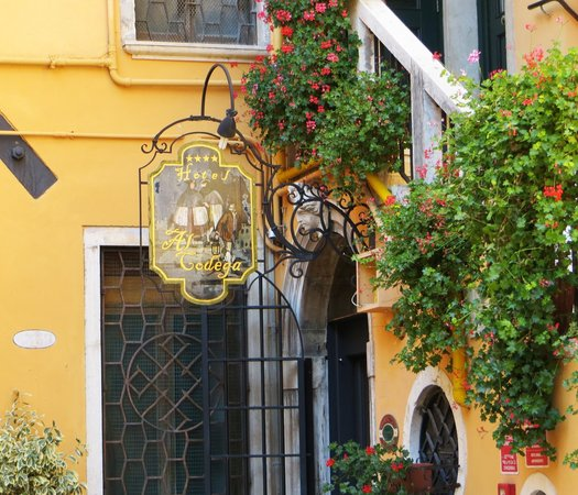 Hotel Al Codega: The charming entrance.