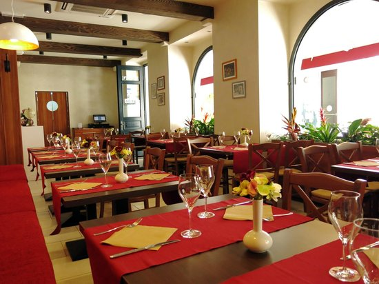 Trattoria Tezoro: Dining room tables