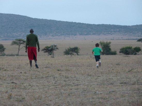 Leleshwa Camp : on a bush walk