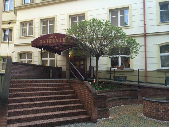 Hotel Ostruvek : Вход
