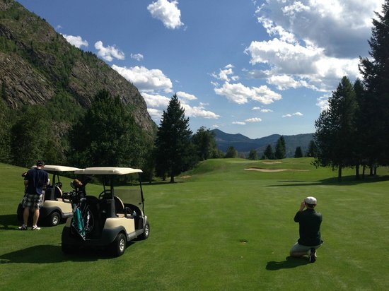 Johnny's Motel: Kootenay Golf