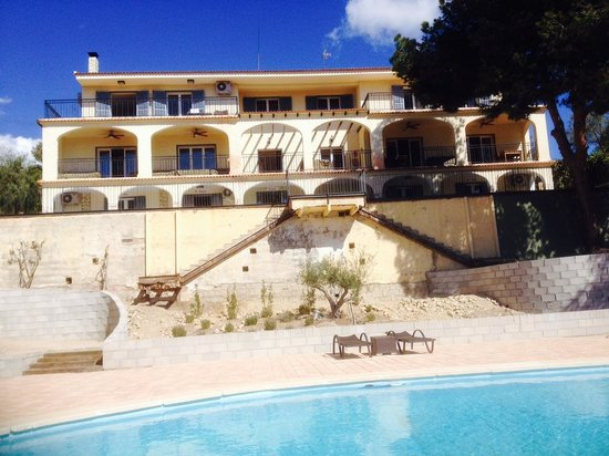 Finca El Otero Front view from pool