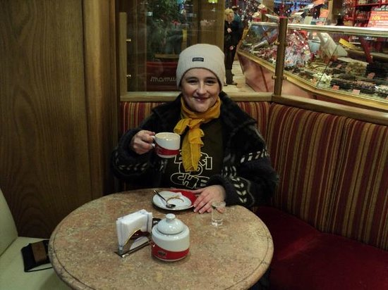 Mamuschka: En el salón de té una gélida(muy gélida)mañana