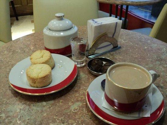 Mamuschka: El delicioso chocolate y maravillosos scons
