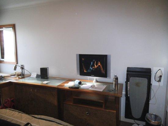 Sedgebrook Hall: Very small TV