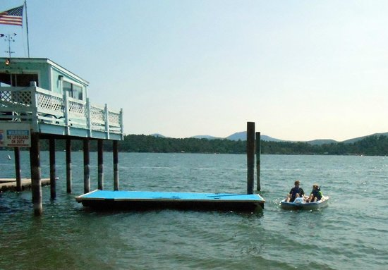 Blue Fish Cove Resort: The paddleboat and dock and raft