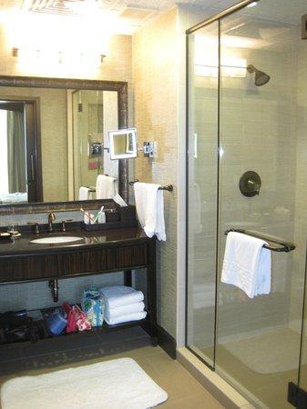 Omni Austin Hotel Downtown: Really nice bathroom!