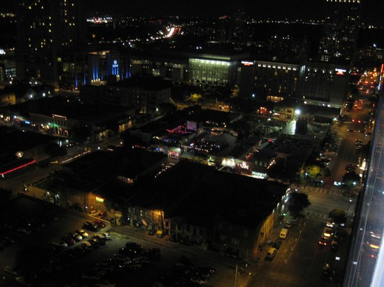 Omni Austin Hotel Downtown: View at night from Balcony