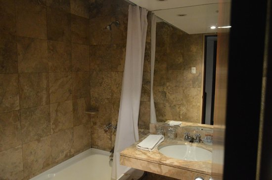 San Agustin Exclusive: bathroom