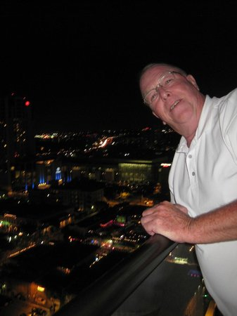 Omni Austin Hotel Downtown: Enjoying the view from our balcony