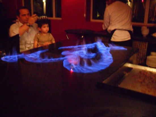 Now Larimar Punta Cana: Japanese restaurant chef made a heart with Saki!