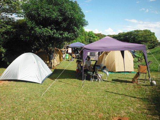 Gruta Dos Anoes Camping E Chales: Área plana para camping