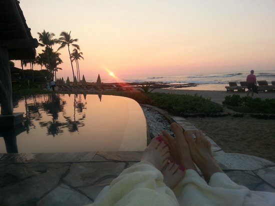 Four Seasons Resort Hualalai: Happy Hour at Sea Shell Pool
