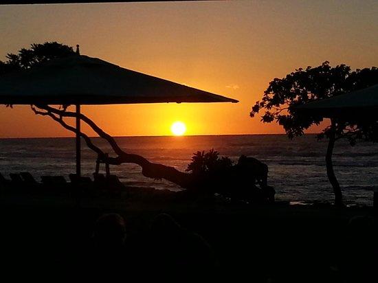 Four Seasons Resort Hualalai: Sunset at Beach Tree restaurant