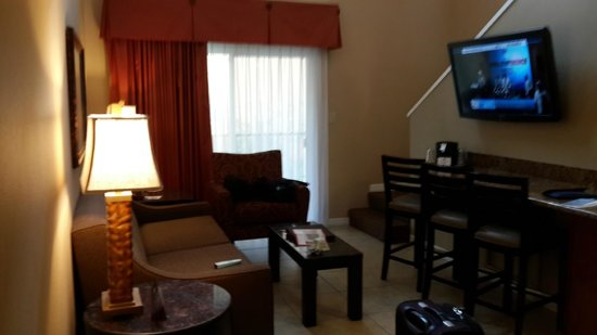 BEST WESTERN PREMIER Saratoga Resort Villas: Living comedor. Le falta una mesa grande