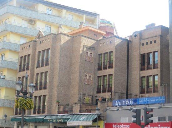 Hotel Las Almenas: Fachada a Calle Acera del Darro