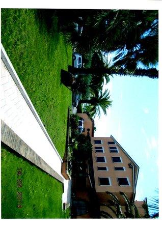 Hotel Villa Luigi: Vista dal giardino