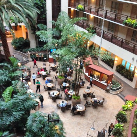 Embassy Suites by Hilton San Francisco Airport - South San Francisco: Reception Area