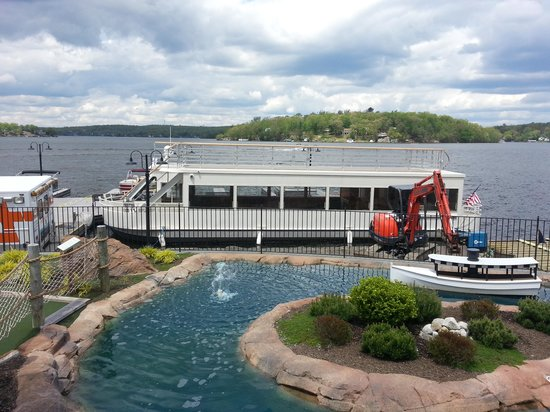 Lake Hopatcong, NJ: One of the holes and the lunch dinner boat