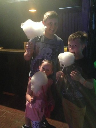Delphin Diva Premiere : Candy Floss at fair ground