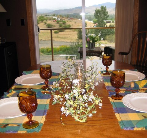Methow Suites Bed and Breakfast: Great breakfasts at Methow Suites