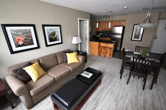 Canterra Suites Hotel : Two Bedroom Suite