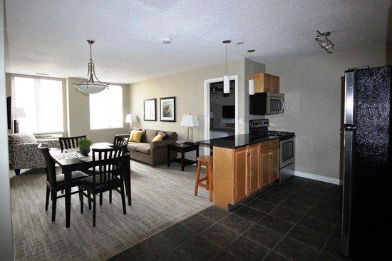 Canterra Suites Hotel : Two Bedroom Suite