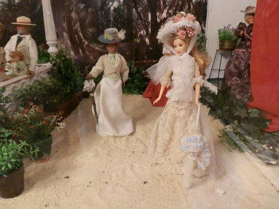 La Concepcion Jardin Botanico Historico de Malaga: Barbie en la casita del jardinero, escenificando la época