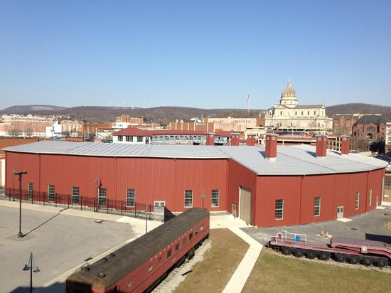 Altoona Railroaders Memorial Museum: Newly constructed Roundhouse at the Railroaders Museum