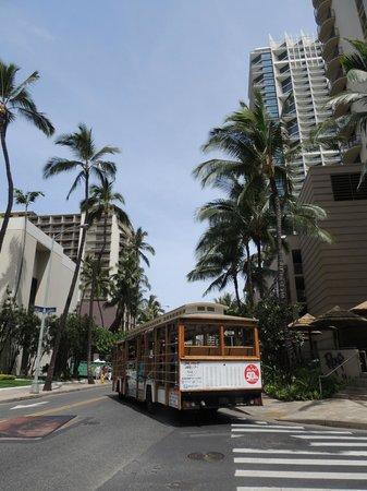 OHANA Waikiki Malia by Outrigger: Calle