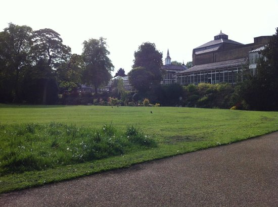 The Old Hall Hotel: Lovely park just across the road