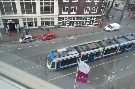 Crowne Plaza Amsterdam City Centre: Tram line just outside the hotel.