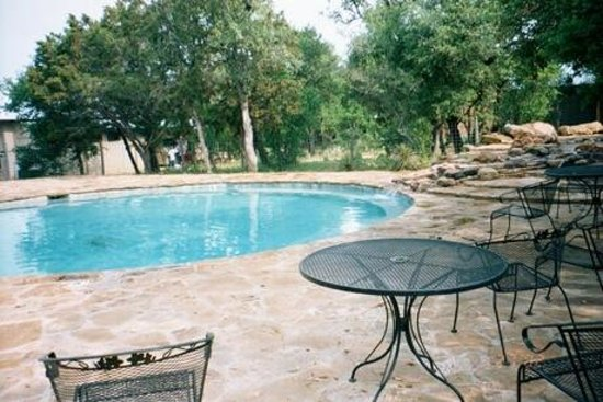 Canyon of the Eagles Resort: Pool and jacuzzi built into the stone