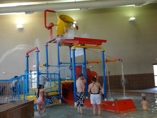 Holiday Inn Express Suites Sioux Falls Brandon Pool Area
