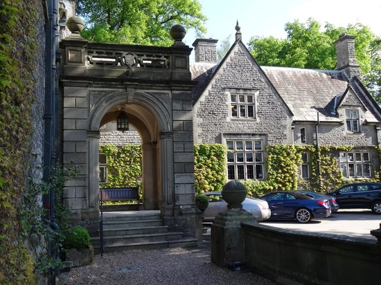 Callow Hall Hotel : Entrance to Callow Hall