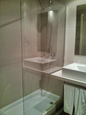 Hotel Táctica: Baño