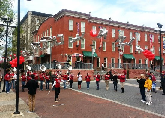 The Conwell Inn (red brick building) during Alumni Weekend